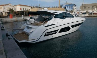 RoboMarkets yacht