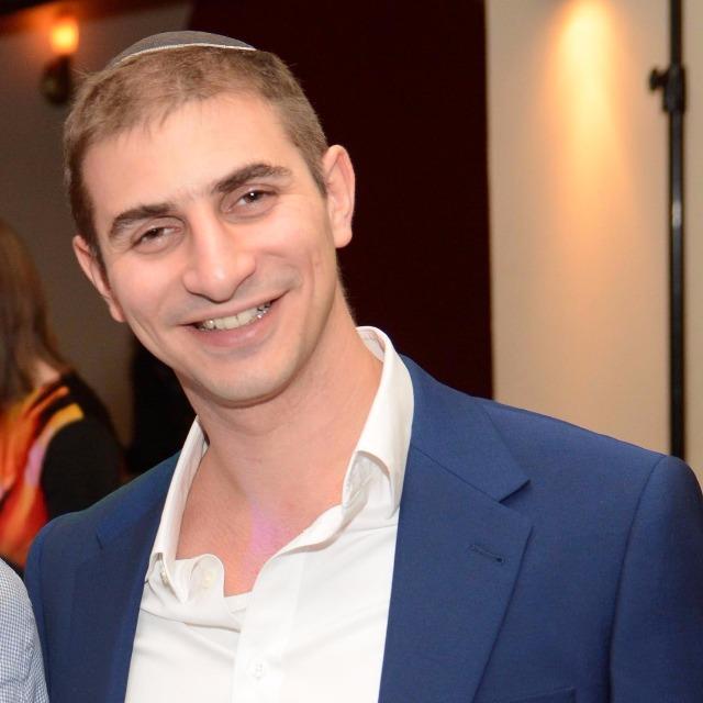 David Nussbaum, Skale